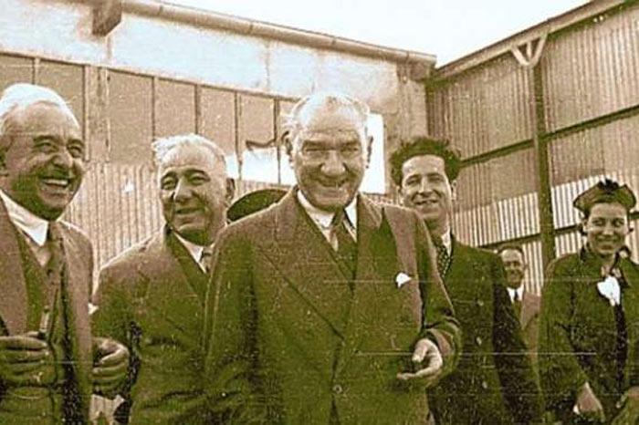 Atatürk'ün gülümseyen resimleri