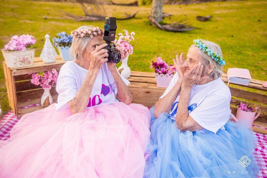 Brazilian-twins-celebrate-100-year-anniversary-with-photo-essay-591ca955d7d27__880.jpg