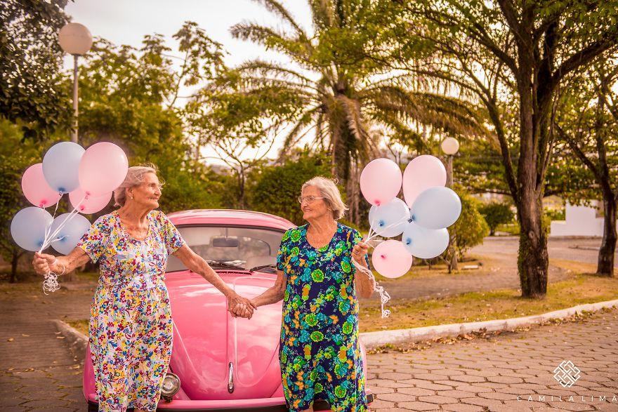 Brazilian-twins-celebrate-100-year-anniversary-with-photo-essay-591caa5c72327__880.jpg
