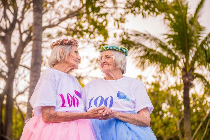 Brazilian-twins-celebrate-100-year-anniversary-with-photo-essay-591caa9ab0eab__880.jpg