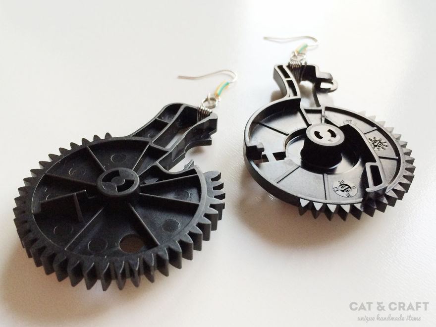 I-make-unique-geeky-jewelry-out-of-recycled-computers-10-pics-59252e4f7b8c4__880.jpg