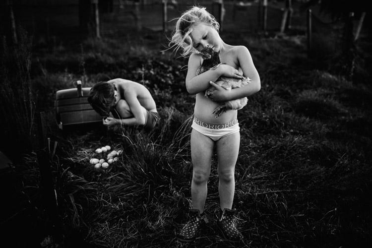 Niki-Boon-Childhood-in-the-raw-cocuklar-teknolojiden-uzak-dogal-yasam-8.jpg