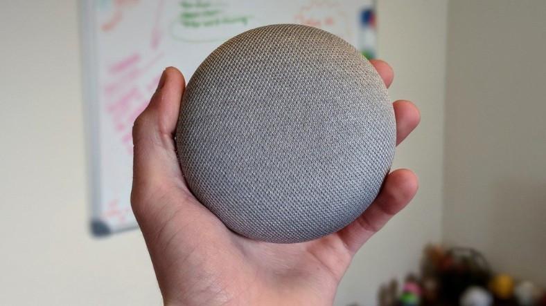 sevdigin-parcayi-soyluyorsun-google-assistant-alarm-saatinde-caliyor-1517521879.jpg